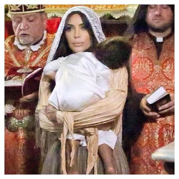 Kim Kardashian no batizado de sua filha North West (Foto: Reprodução/ Instagram)