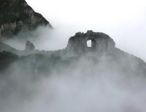 A Pedra Furada é um dos pontos cênicos do Parque Nacional de São Joaquim (Foto: Marc Dourojeanni)