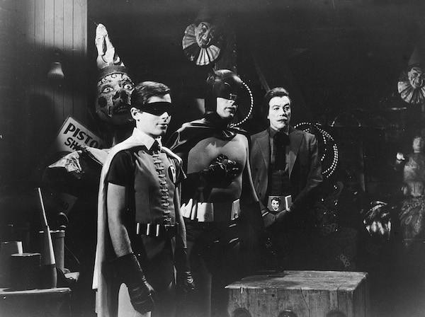 Adam West nos bastidores da série do herói Batman (Foto: Getty Images)