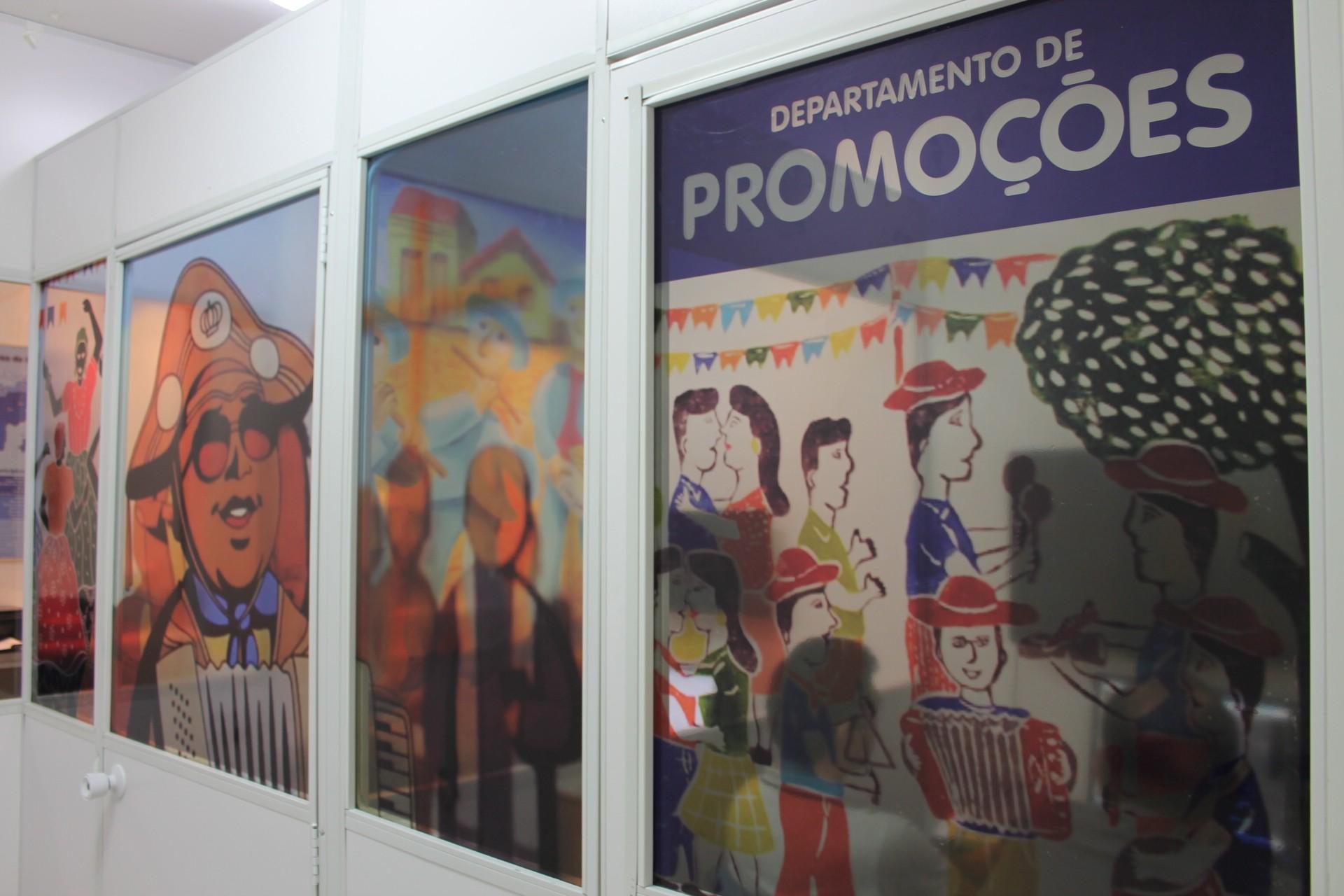 Setor de Promoções da TV Grande Rio ganha novo layout em homenagem à cultura nordestina (Foto: Gabriela Canário)