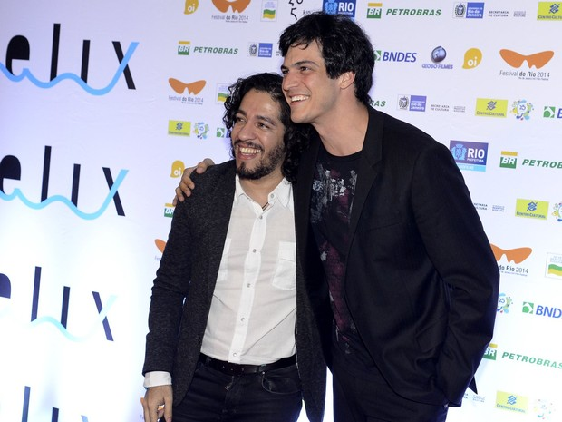 Ex-BBB Jean Wyllys e Mateus Solano em prêmio no Rio (Foto: Roberto Teixeira/ EGO)