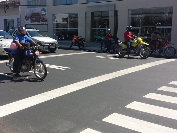 Motofaixas são implantadas na Avenida Guararapes em Petrolina (Foto: Jadir Souza / TV Grande Rio)