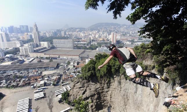 Rodrigo Almeida saltando