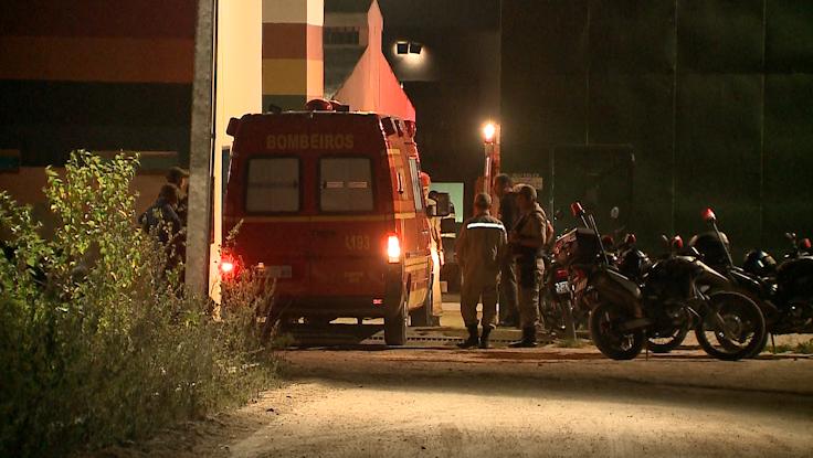 Corpo de Bombeiros e equipes da PM estiveram no local para conter a ação dos socioeducandos (Foto: Reprodução/ TV Asa Branca)