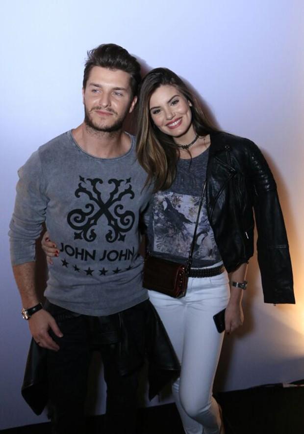 Camila Queiroz e Klebber Toledo (Foto: Marcos Rosa/ QUEM)