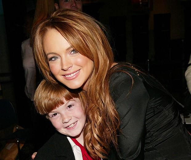 Cody Dakota Lohan e Lindsay Lohan em 2004 (Foto: Getty Images)