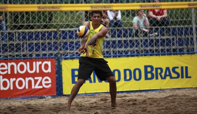 Benjamin, atleta olímpico de 2004, está na semifinal do Circuito Nacional (Foto: Divulgação/CBV)