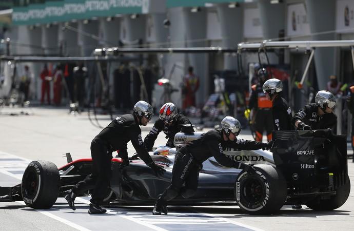 Fernando Alonso abandonou GP da Malásia  (Foto: AP)