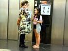 Grávida de oito meses, Carolina Kasting vai a shopping com a filha
