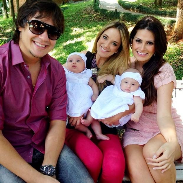 Leandro KLB com Natalia Guimarães e as filhas e Ticiane Pinheiro (Foto: Instagram/Reprodução)