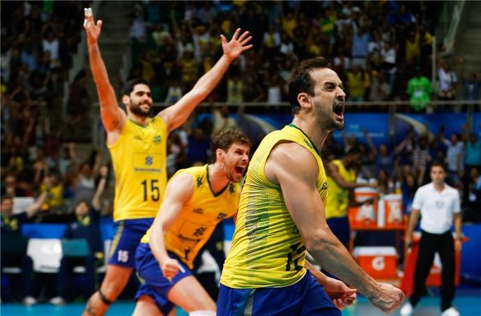 Brasil x Estados Unidos Bruninho Lipe Evandro liga mundial vôlei (Foto: Divulgação / FIVB)