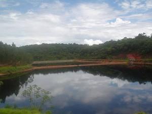 Acidente Cataguases lagoa contendo o licor negro em 28/11/2008 (03 anos após o acidente),  (Foto: Cataguases de Papel/Arquivo Pessoal)