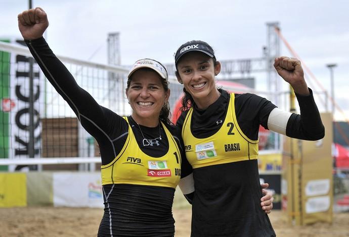 Larissa e Talita confirmaram a vaga olímpica para os Jogos de 2016 (Foto: Divulgação/FIVB)