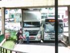 Caminhão fica preso debaixo de ponte em avenida de Sorocaba