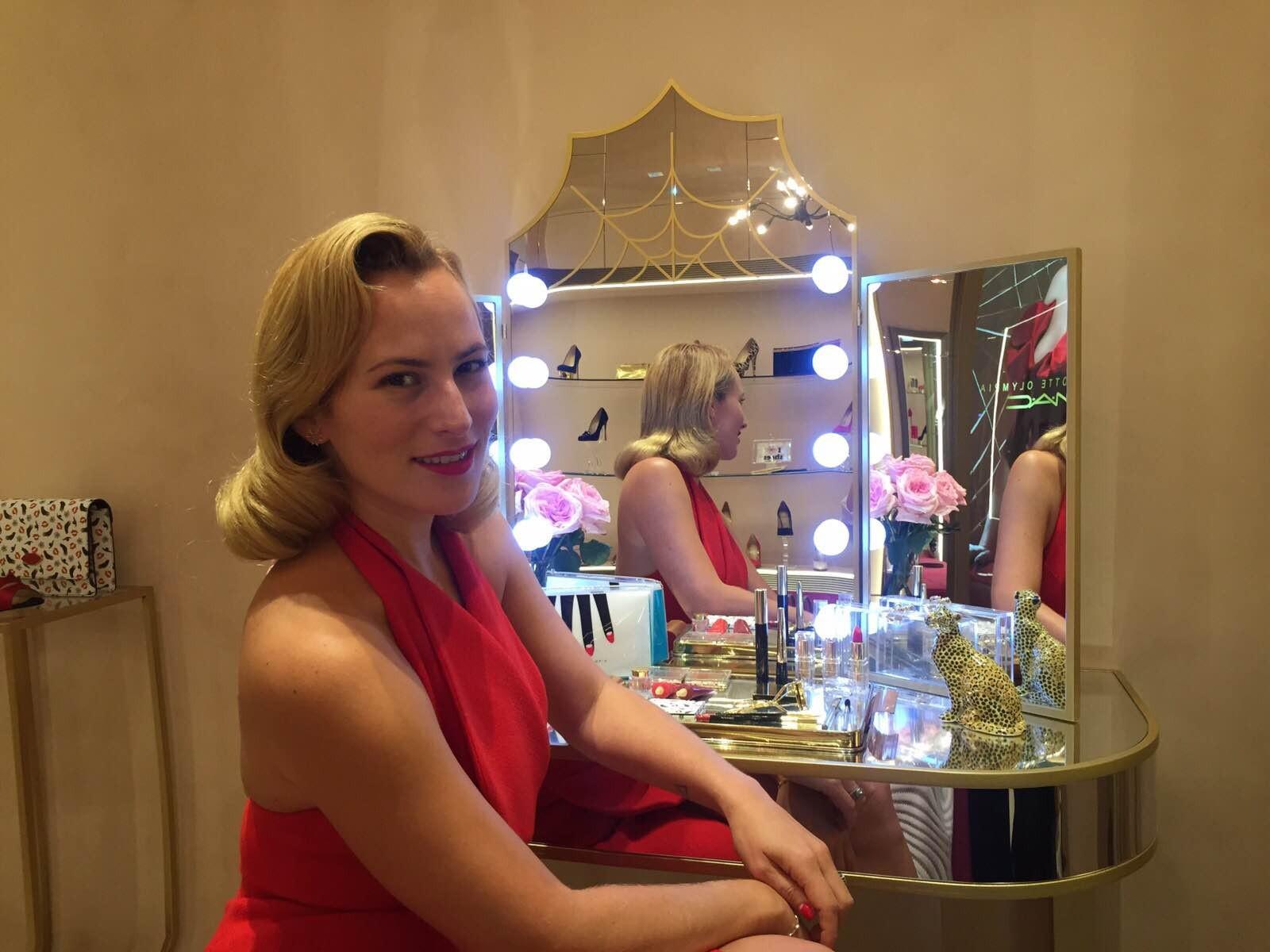 Charlotte com seus produtos  (Foto: Victoria Ceridono)