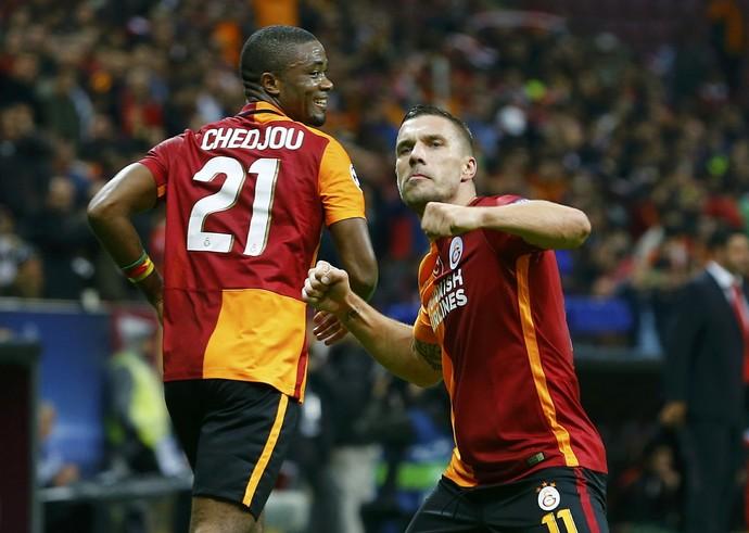 Podolski Galatasaray x Benfica (Foto: Reuters)