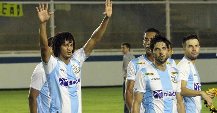 Diniz, do Macaé, comemora gol em cima do São Caetano (Foto: Tiago Ferreira/Divulgação)