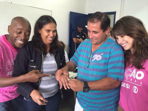 Nando Cunha e Chandelly Braz ao lado do casal Luciana Ribeiro e Rene Luís de Almeida (Foto: Divulgação/Natália Leme)
