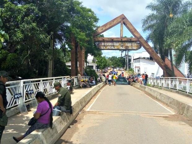 Ponte está interditada e veículos são proibidos de fazer a travessia  (Foto: Alexandre Lima;Arquivo pessoal )
