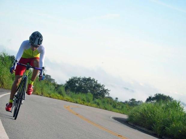Isa se tornou atleta de mountain bike após aderir ao uso da bicicleta (Foto: Cecília Latorraca/Divulgação)