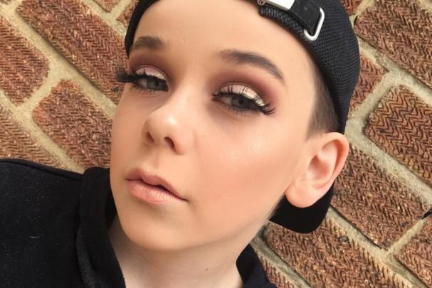 Garotinho de 10 anos é sensação no mundo da beleza (Foto: Reprodução/Instagram)