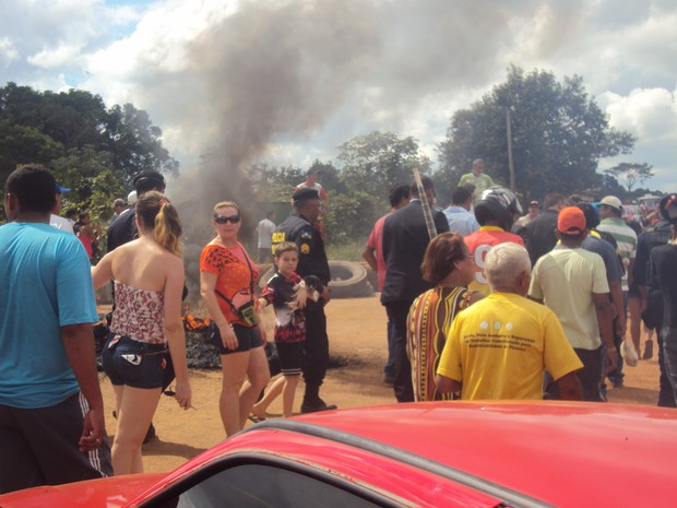 Protesto durante a manhã deste sábado, em Extrema, RO (Foto:  Jéssika Viturino/Divulgação)