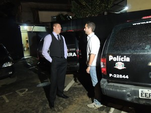 O advogado João Bosco e Othon procuraram a polícia para esclarecer o mal entendido (Foto: Pedro Carlos Leite/G1)