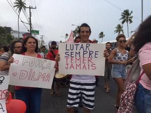 O cabeleireiro Carlos Vieira defende que a democracia seja respeitada no país (Foto: Roberta Cólen / G1)