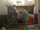 Contra homofobia, artistas se unem e pintam portas de loja pichada no Rio