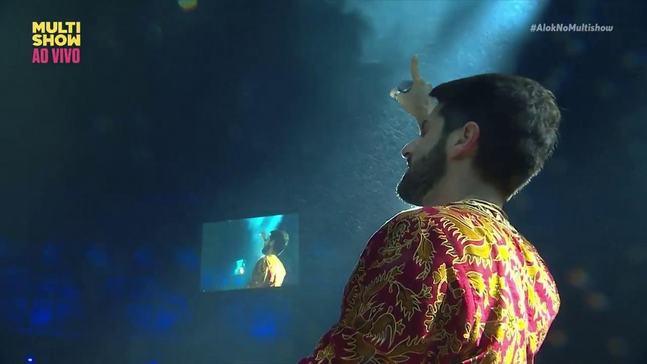 Alok foi um maestro pros milhares de alucinados que lotaram a Arena Fonte Nova nesse domingo (09) (Foto: Divulgao/ Multishow)