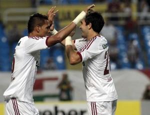 Deco abraça Anderson após gol do Fluminense (Foto:  Ralff Santos/Photocamera)