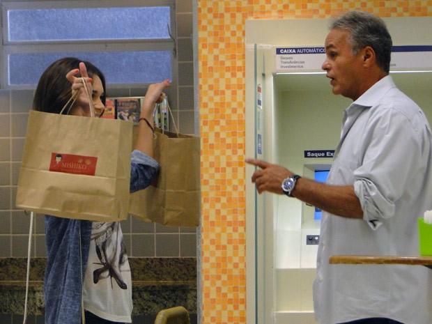 Nat leva jantar para Nelson e faz clima romântico na lanchonete (Foto: Malhação / Tv Globo)