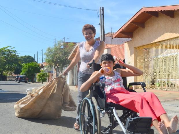 Recicladora é exemplo de vida e chama atenção de moradores do IAA em Piracicaba (Foto: Fernanda Zanetti/G1)