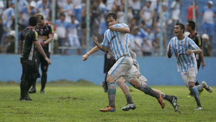 Zé Antônio fez o gol da vitória bicolor aos 46 minutos do segundo tempo (Foto: Marcelo Seabra/O Liberal)