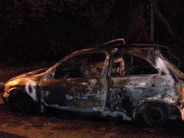 Celta havia sido roubado meia hora antes de ser queimado (Foto: Divulgação/Polícia Civil)