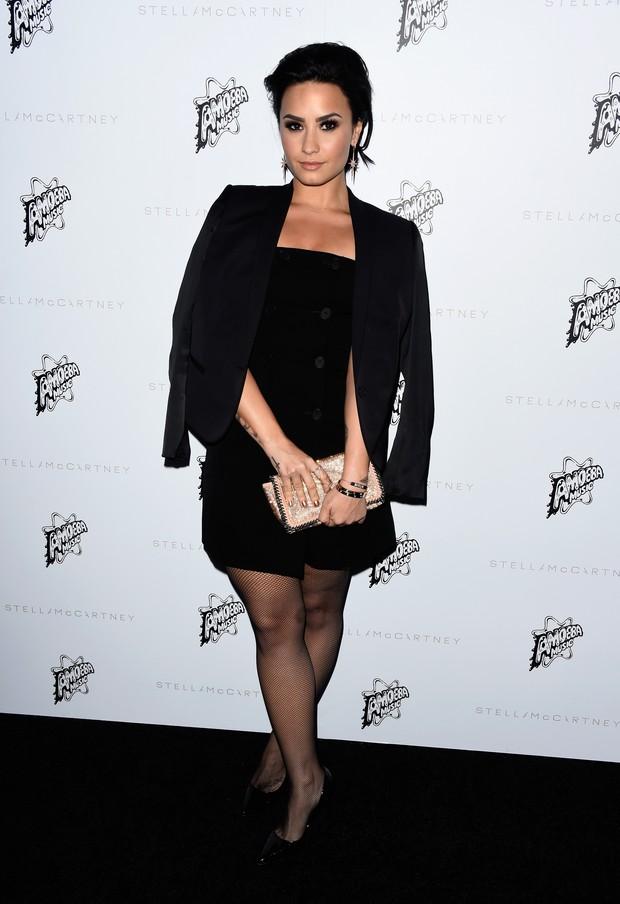 Demi Lovato em evento de moda em Los Angeles, nos Estados Unidos (Foto: Frazer Harrison/ Getty Images/ AFP)