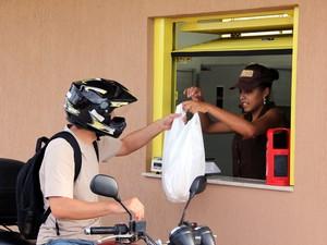 Padaria drive-thru em São Carlos (Foto: Fabio Rodrigues/G1)