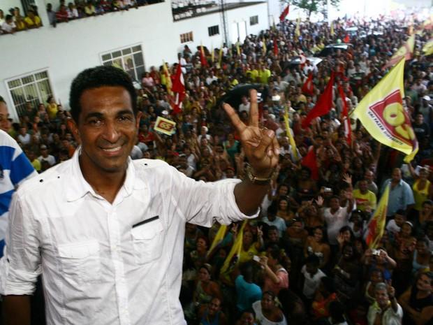 Dennis Dauttmam comemora a eleição em Belford Roxo (Foto: Divulgação/Marcos Porto)