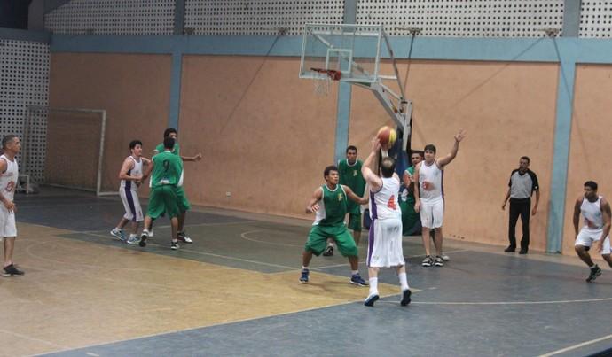 Kosmos x IFPI Campeonato Piauiense de basquete 2014 (Foto: Renan Morais/GloboEsporte.com)
