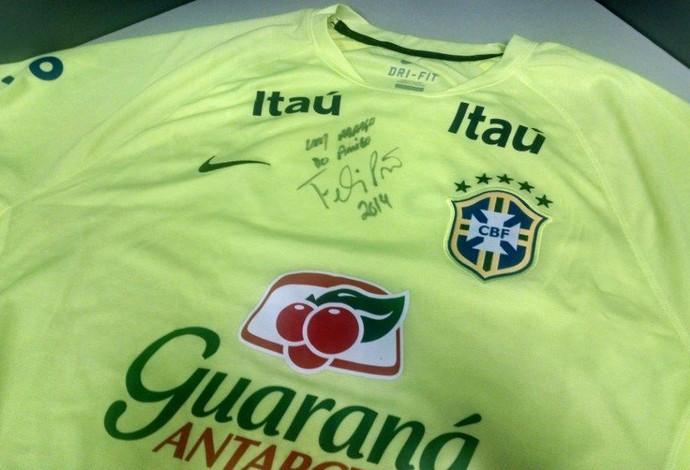 Luiz Felipe Scolari camisa autografada golfe (Foto: Divulgação)