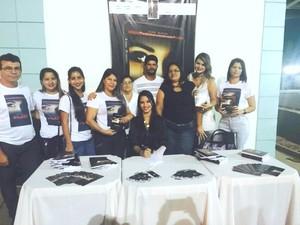 Família incentivou autora acreana que lançou seu primeiro livro em Rio Branco  (Foto: Laura Almeida/Arquivo Pessoal)