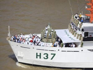 Círio Fluvial reúne diversos devotos que navegam pelas águas da Baía de Guajará (Foto: Tarso Sarraf/ O Liberal)