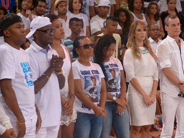 Familiares e amigos de DG no palco do Esquenta! (Foto: Esquenta/TV Globo)