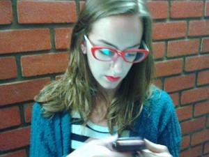"""Clara Grizotto criou o grupo """"Ajuda das minas"""" em aplicativo para ajudar meninas em situação de risco em Piracicaba (Foto: Thainara Cabral/ G1)"""