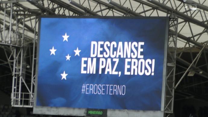Telão do Mineirão presta homenagem ao torcedor Eros Belisário (Foto: Marco Antônio Astoni)