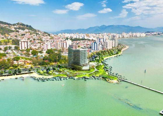 Pela maquete, prédio ficará na orla da beira-mar, em área de proteção ambiental (Foto: Hantei/Reprodução)