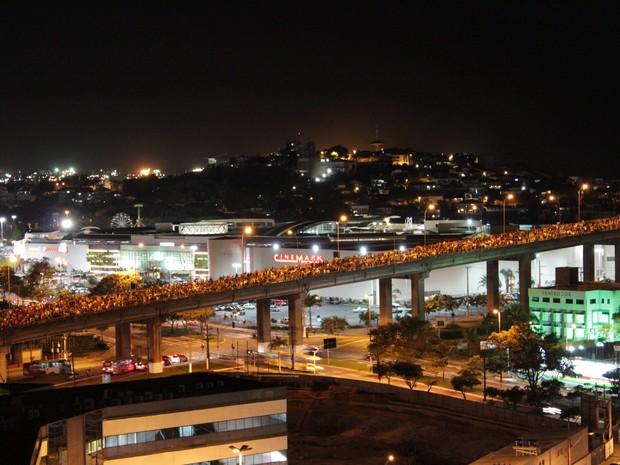 Terceira Ponte foi interditada por manifestantes na noite desta segunda-feira (17).  (Foto: Gustavo de Oliveira Gianordoli/ VC no G1)