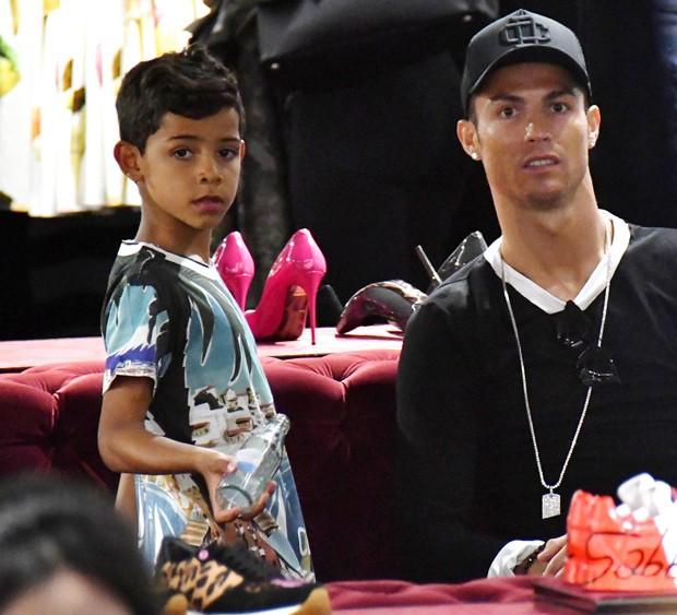 Cristiano Ronaldo com o filho, Cristiano Ronaldo Jr. (Foto: Grosby Group)