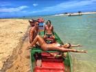 Gabriela Pugliesi exibe barriga chapada em foto de biquíni