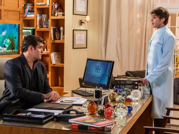 Caíque conversa com seu irmão Marcos (Foto: Artur Meninea/Gshow)